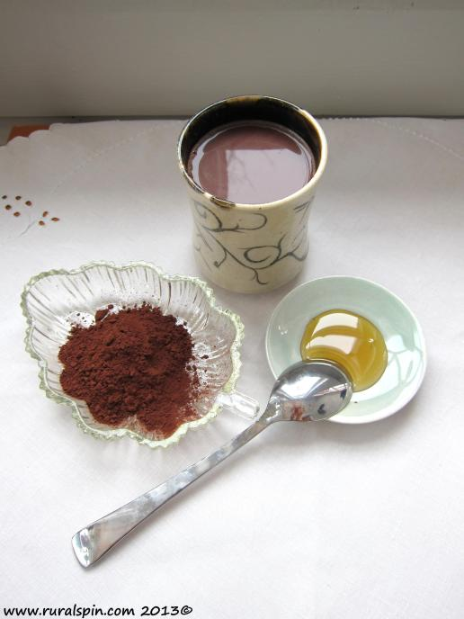 Cocoa powder has amazing health benefits, and as a morning beverage can easily replace coffee.